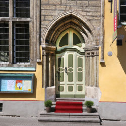 Linnamuuseum keskaegses kaupmehemajas